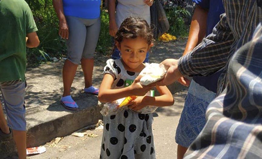 Llevando Ayuda a los Niños en Brasil