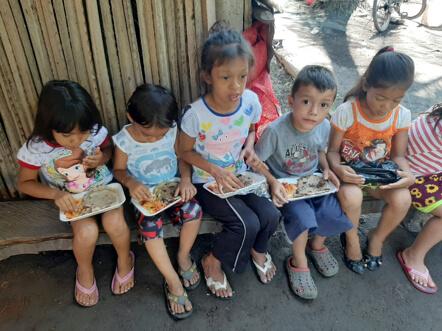 Entrega de Alimentos Comunidad La Zarzera